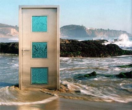 20071205NeoporteCaliforniaBeach & Mysterious door appears on California beach : Rapidsea